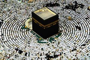 muslims-praying-at-kabah