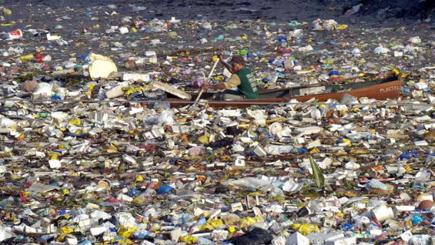 Quel continente di rifiuti in plastica alla deriva nelle acque del Pacifico