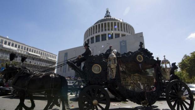 L'orrifico funerale del boss Casamonica a Roma