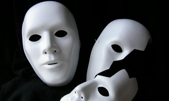 Giù la maschera buffoni