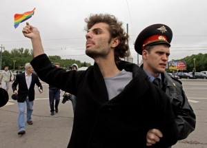 """""""La madre di tutte le battaglie"""" dei partigiani GLBT: il """"Gay Pride"""" a Mosca"""