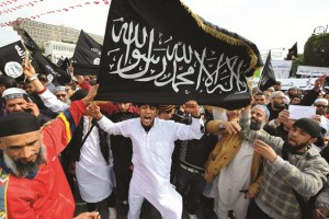 La tipica immagine mediatica dei musulmani: sempre arrabbiati contro qualcosa o qualcuno