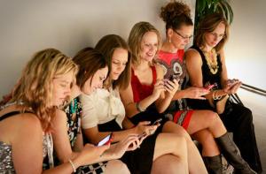 donne-e-smartphone