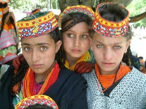 Giovani ragazze dell'etnia Kalash (Pakistan)